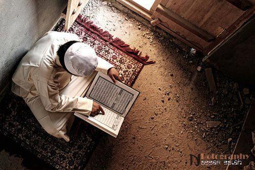 man-reading-quran